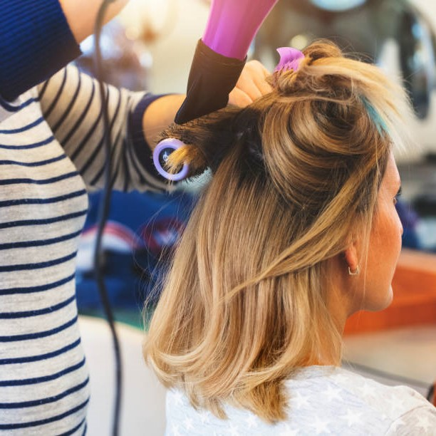 How to curl short hair the right way